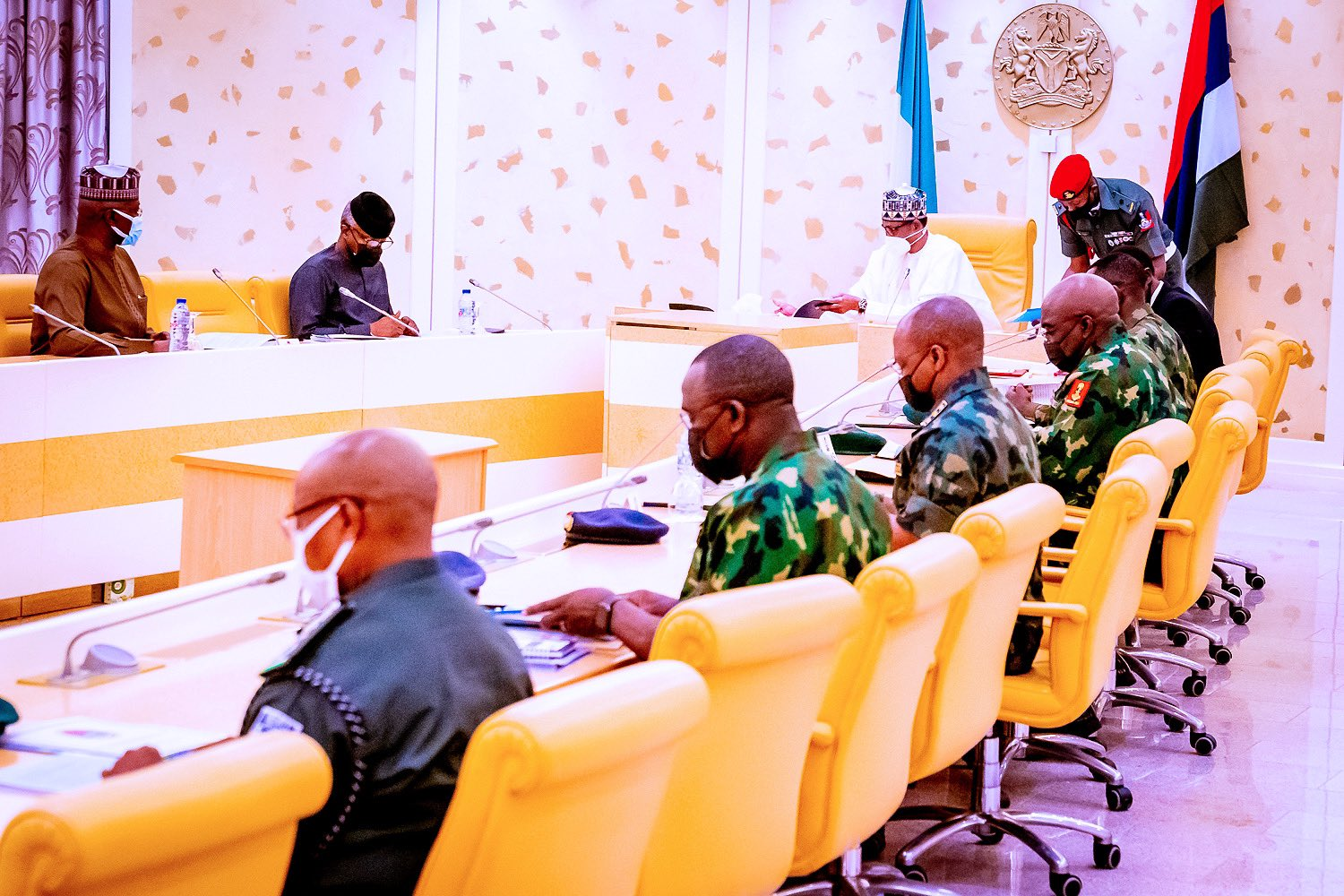 Buhari, Security Chiefs Meet After Robbery Attempt In Aso Rock